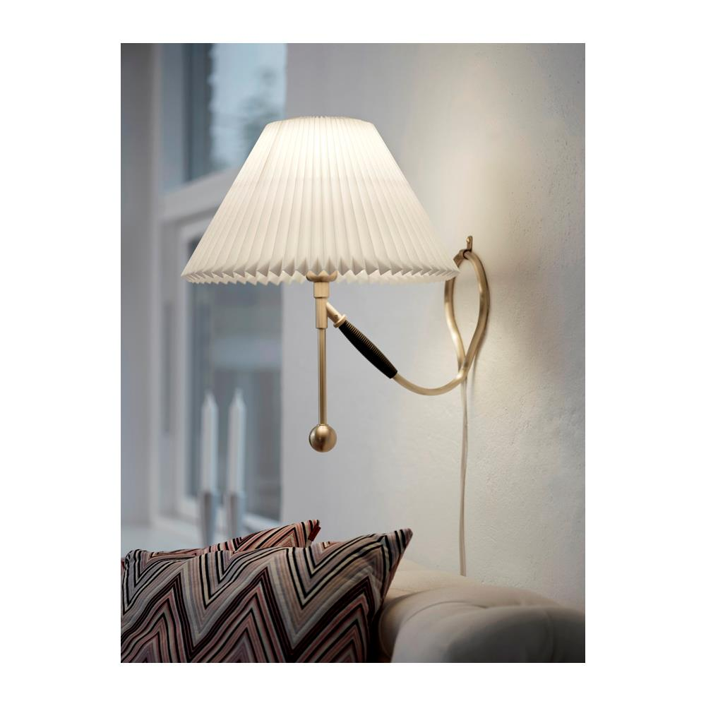 Le Klint 306 v u00e6g og bordlampe i messing
